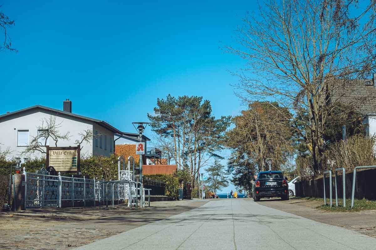Die Villa Erika vermietet Ferienwohnungen in Lubmin und befindet sich wenige Meter vor der Seebrücke